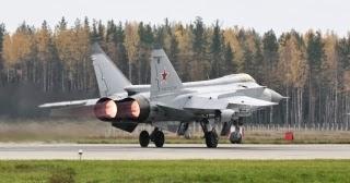 Rusko brání už stovka supervýkonných stíhaček MiG-31BM. A další přibudou (VIDEO)
