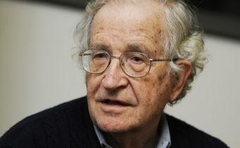 Noam Chomsky: Spojené štáty sa ťahajú k priepasti