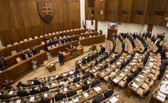 Poslanci prelomili Kiskove veto. OOP sa od januára ruší