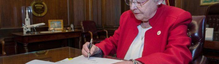 Guvernérka Alabamy podpísala prísny zákon o interrupciách