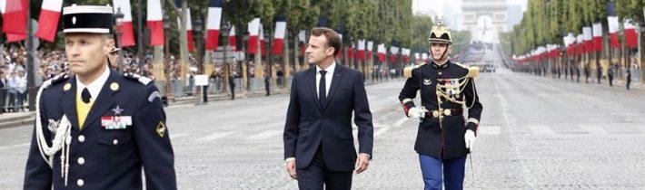 VIDEO: Macrona na Champs-Élysées vypískali demonštratni