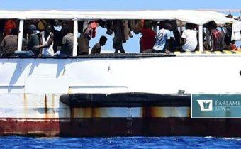 Španielsko vyšle na záchranu migrantov na palube Open Arms vojenské plavidlo