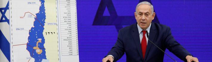 Donald Trump poskytl clonu a závěs Benjaminu Netanyahuovi, aby mohl vyhlásit plán na provedení anexe palestinských území na Západním břehu Jordánu! Donald Trump utlumil očekávaný řev médií tím, že vyhodil z křesla bezpečnostního poradce Johna Boltona! Ten chtěl rezignovat už v pondělí ráno, ale Donald Trump ho požádal, aby rezignaci pozdržel až do úterý! Přesně na chvíli, kdy Benjamin Netanyahu oznamoval, že pokud vyhraje volby, provede anexi palestinských území, takže zbytek jejich území bude odříznut od Jordánska!