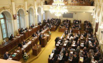 140 poslanců obětuje Českou republiku a její občany?