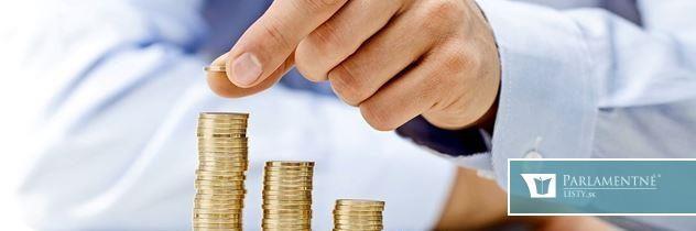 Zamestnanci v superziskových bankách robia časť práce zadarmo. Klienti nech sa potom nečudujú. Odborár udrel na slovenské banky