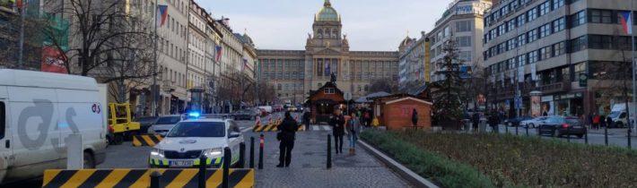 V Praze instalují betonové zábrany. Příští rok vodní příkopy? 2021 žiletkové ploty? 2022 kulometná hnízda?
