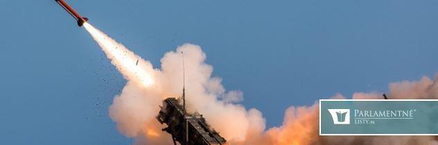 Na vojenskú základňu dopadla raketa