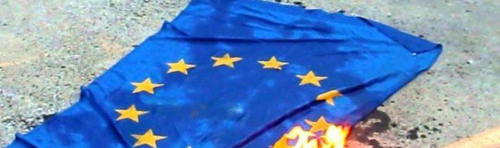 Německo: Za zapálení vlajky EU až tři roky vězení