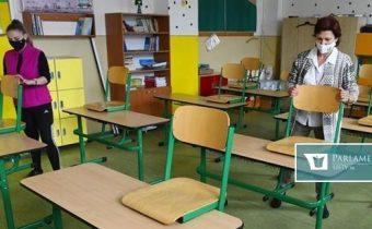Je 1. jún – deň detí. Do materských a základných škôl sa vracia okolo 70 percent detí. Otvárajú sa aj kluby