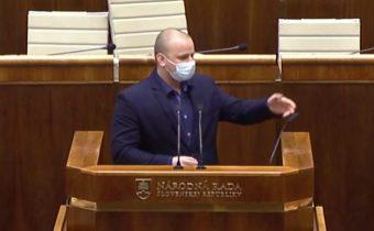 Mazurek ministrovi Naďovi: Pán protislovenský zapredaný agent Naď! Vy ste extrémista! (Video)