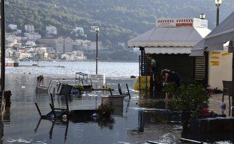 Počet obetí zemetrasenia v Grécku a Turecku stúpol na 14, viac ako 400 ľudí je zranených