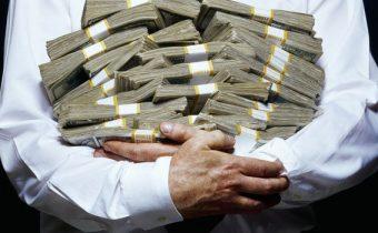 Profesor Peter Staněk : 4 tisíce miliardářů a miliony milionářů vlastní 95% bohatství. Zhroutí se to. A k tomu válka!