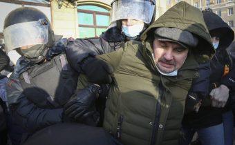 Európska únia odsúdila rozsiahle zatýkanie na protestoch v Rusku