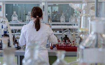 COVID-19: Štúdia kanadských lekárov dokázala vysokú účinnosť lieku kolchicín