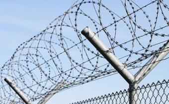 Německo se chystá zadržovat narušitele opatření kvůli COVID v uprchlických táborech