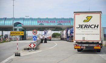 Rakúsko: Kontroly na hraniciach so Slovenskom minimálne do 7. februára