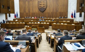 Verejní funkcionári majú do konca apríla podať majetkové priznanie za rok 2020