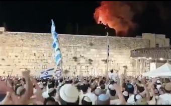 Židia sa radujú z požiaru mešity al-Aksá na Chrámovej hore