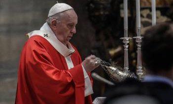 Vatikán: Pápež odmietol rezignáciu nemeckého kardinála, vyzval na reformy