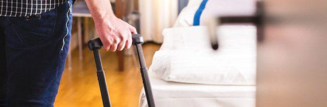 Návštevnosť hotelov a penziónov značne vzrástla, stále však výrazne zaostáva za úrovňou spred pandémie