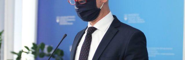 Gröhling: Vyššia účasť zaočkovaných ľudí na hromadných podujatiach by mala byť legislatívne upravená
