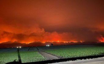 V Kalifornii zúri požiar na ploche vyše 40 000 hektárov