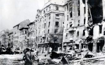 Maďarské povstanie proti komunizmu rozdrvili tanky.