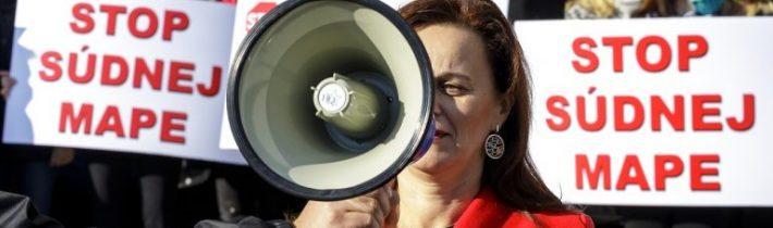 Sudcovia a zamestnanci súdov protestovali v Bratislave, Košiciach i ďalších mestách proti Kolíkovej reforme