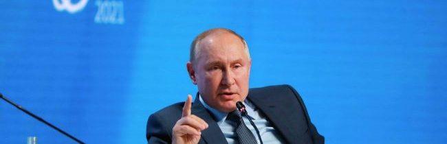 Putin vyhlásil, že sa ešte nerozhodol, či bude kandidovať na prezidenta